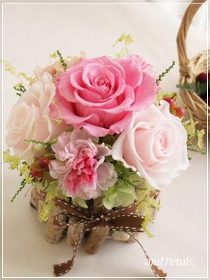 白樺の花器がかわいい母の日アレンジメント