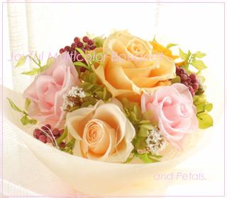 ミックスカラーのカラフルなプリザーブドフラワーの花束