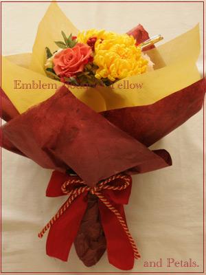 艶やかな菊のプリザーブドフラワーを使った和風花束