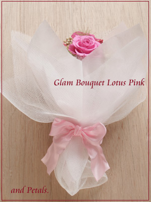 しっとり大人ピンクが際立つプリザーブドフラワーの花束