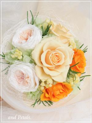 プリザーブドフラワーのオールドローズが華やかなオレンジの花束