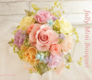 カラフルなミックスカラーのバラのミニブーケ