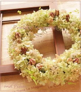 プリザーブドフラワーのアジサイがナチュラルな草花系リース