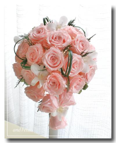 プリザーブドフラワーのバラとデンファレを使ったピンクのセミキャスケードブーケ