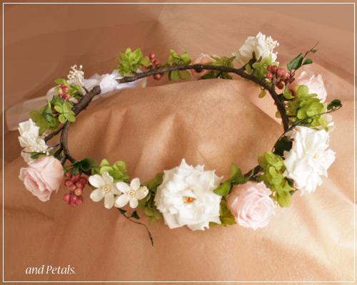 ガーデンローズとホワイトスターのナチュラルなプリザーブドフラワーの花冠