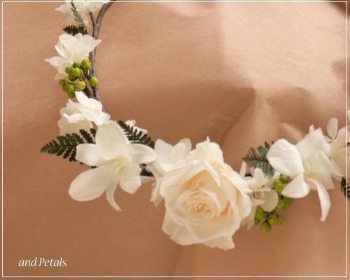 プリザーブドフラワーのバラとデンファレの南国テイストの花冠