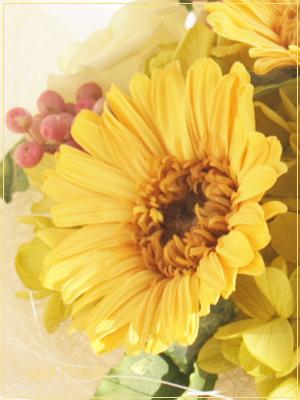 ひまわりみたいなプリザーブドフラワーのガーベラを使った明るくて元気が出る花束