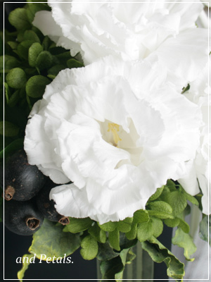 プリザーブドフラワーのトルコギキョウとジャスミンのグリーンたっぷりアレンジメント