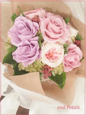 モーヴカラーのバラとオールドローズの花束